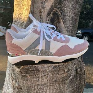 Sporty sneakers 👟